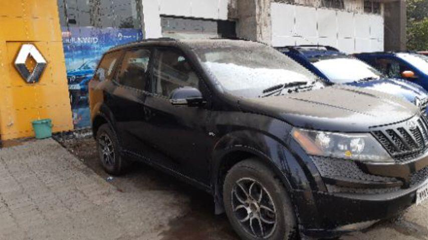 XUV 500  Black